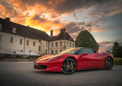 Прокат Ferrari в Италии (Маранелло)